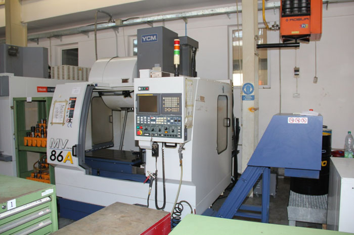 Used vertical machining centre 03
